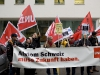 Uebergabe einer Petition mit 3330 Unterschriften an den Personalleiter von Alstom, Walter Hiltbrunner, durch Max Chopard-Acklin von der Gewerkschaft UNiA am 20.12.2010 vor dem Hauptgebäude von Alstom in Baden.