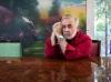 212 / Der beruehmte Friseur, Udo Walz, beim Interview und posieren am 24.7.2013 in seiner Wohnung in Berlin.